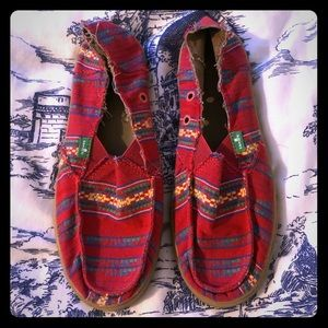 SANUK slip on shoes. Sz 7